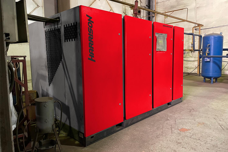 Компрессор Harrison HRS-9521000 VSD в промышленном цехе